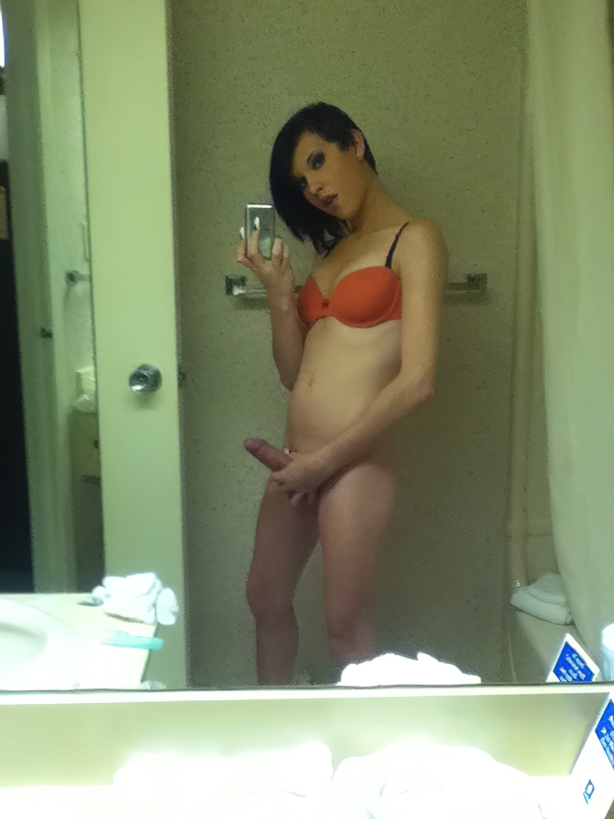 Travesti Amadora no Banheiro