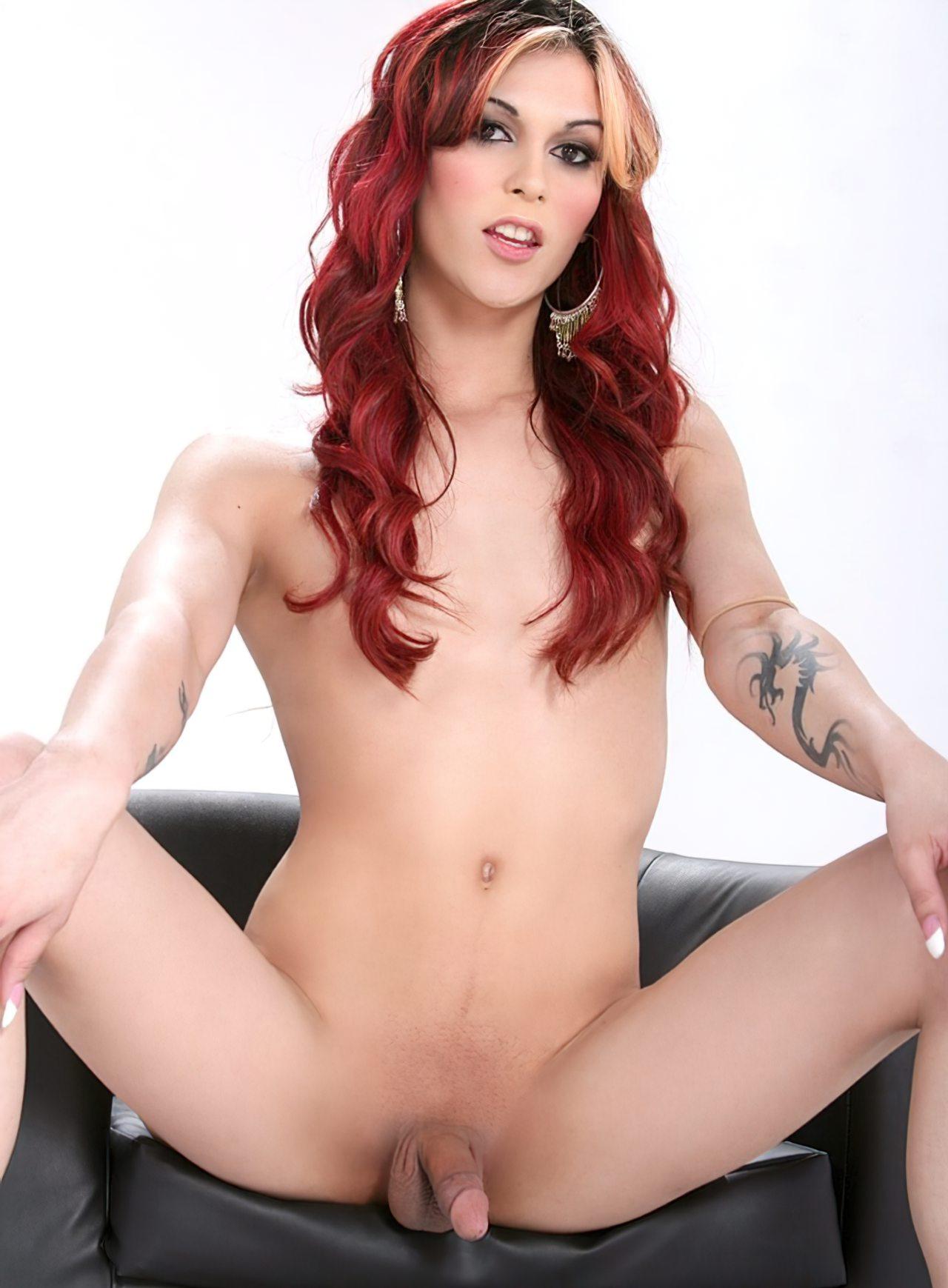 Travesti com Cabelo Vermelho