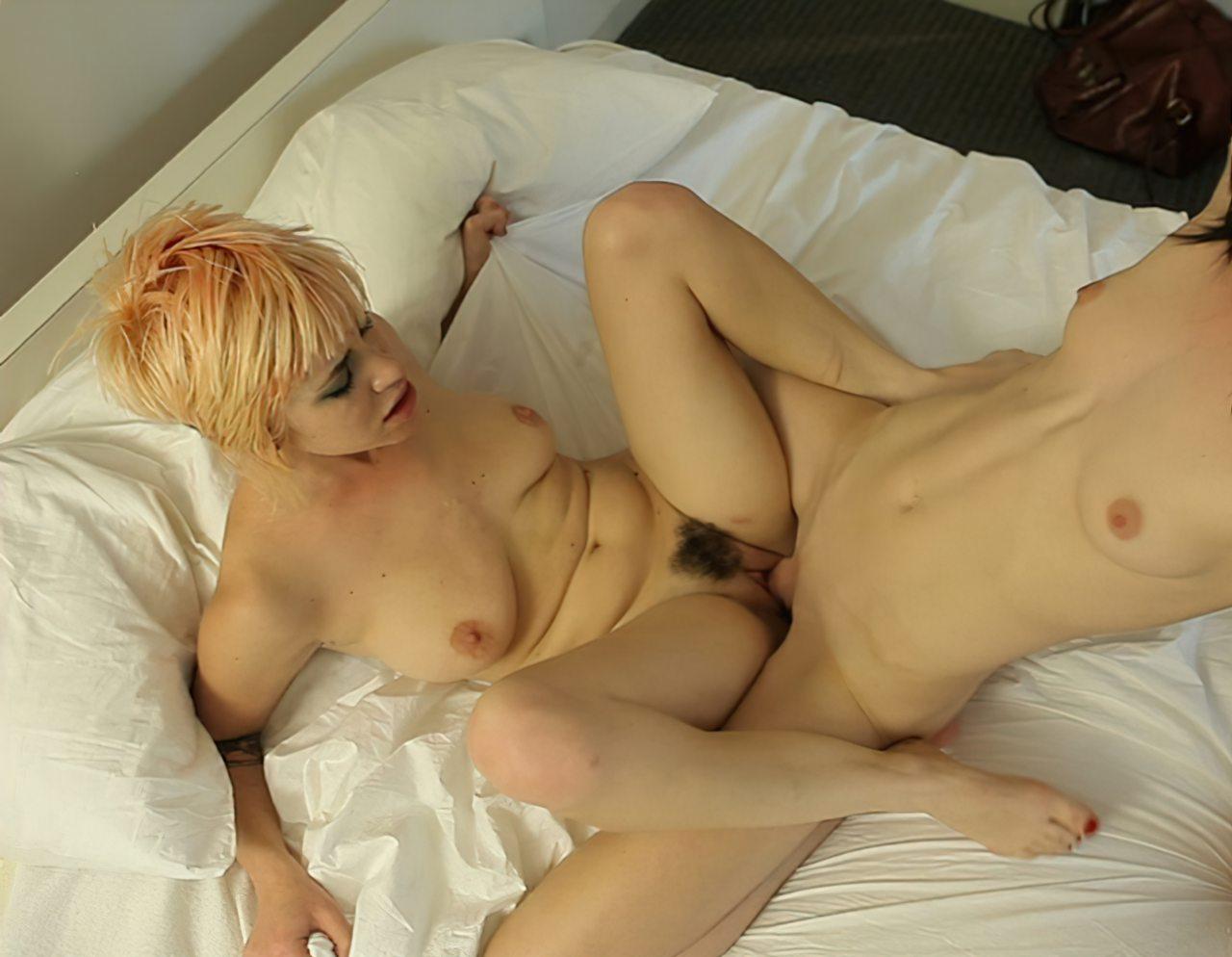 Travesti Fodendo uma Buceta