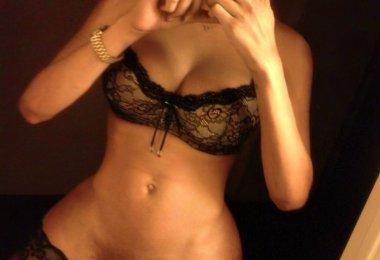 Travesti Negra com Corpo Amador Bonito