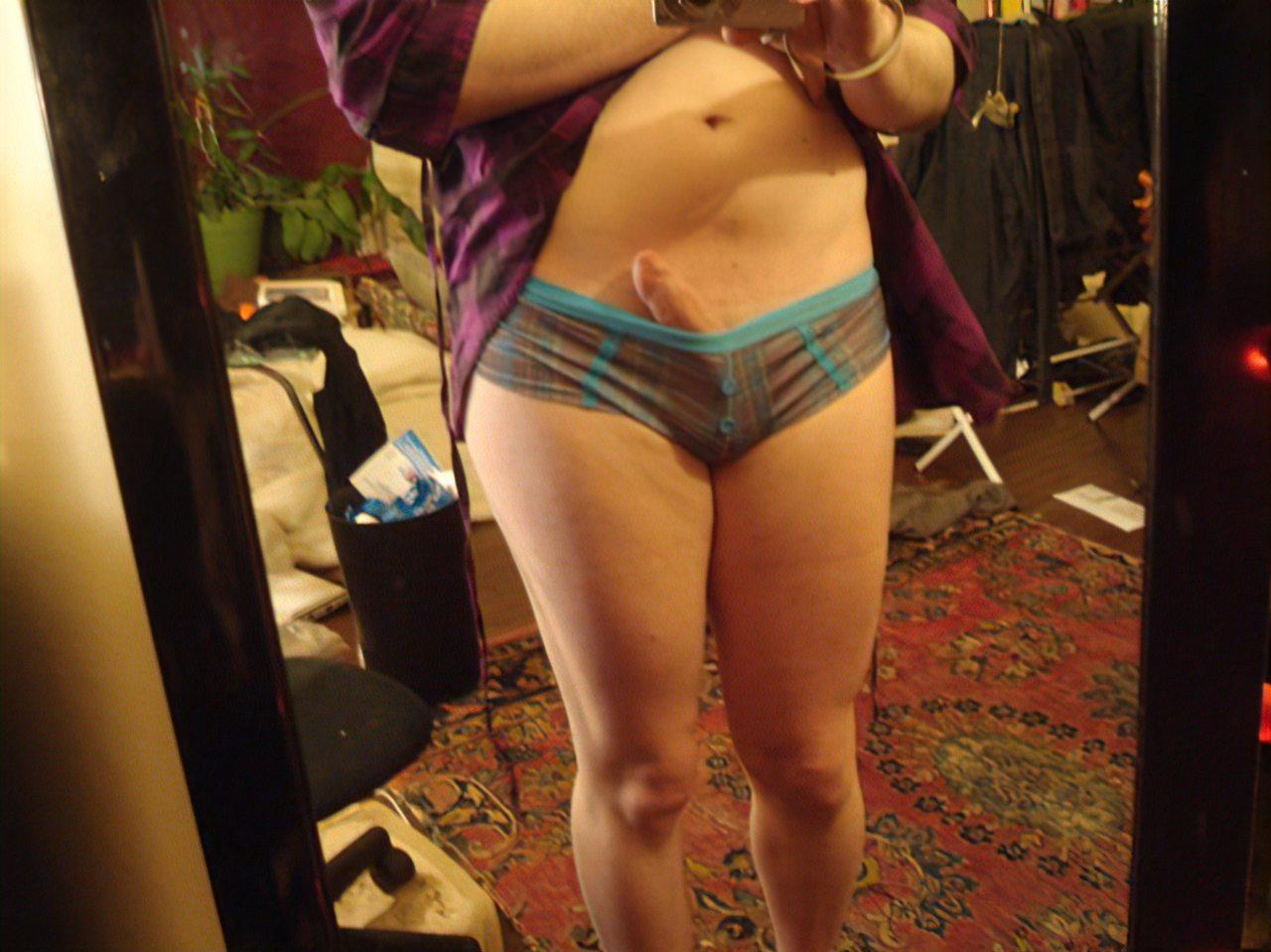 Travesti Mostra o Corpo para a Internet (3)