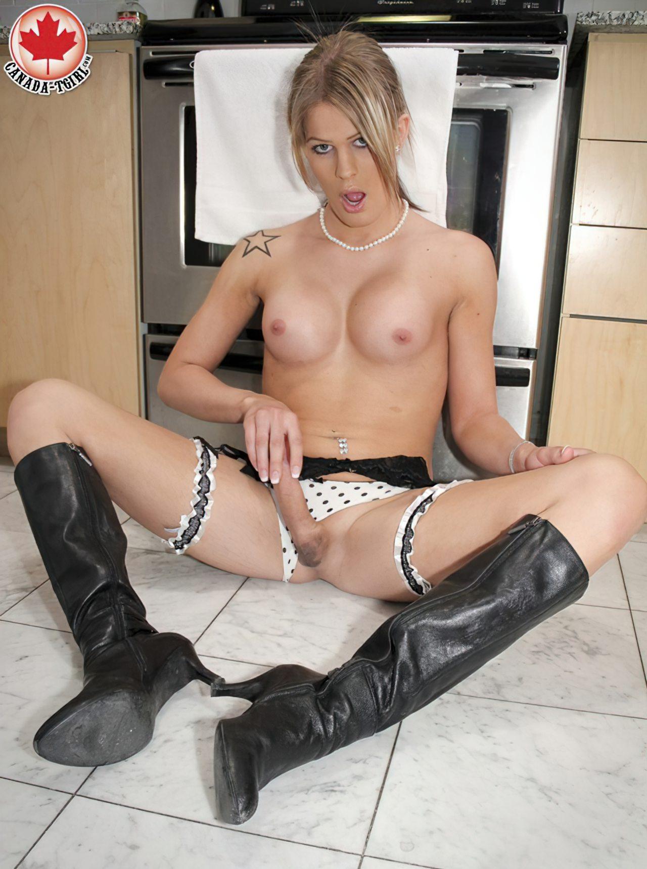 Esposa Transexual na Cozinha