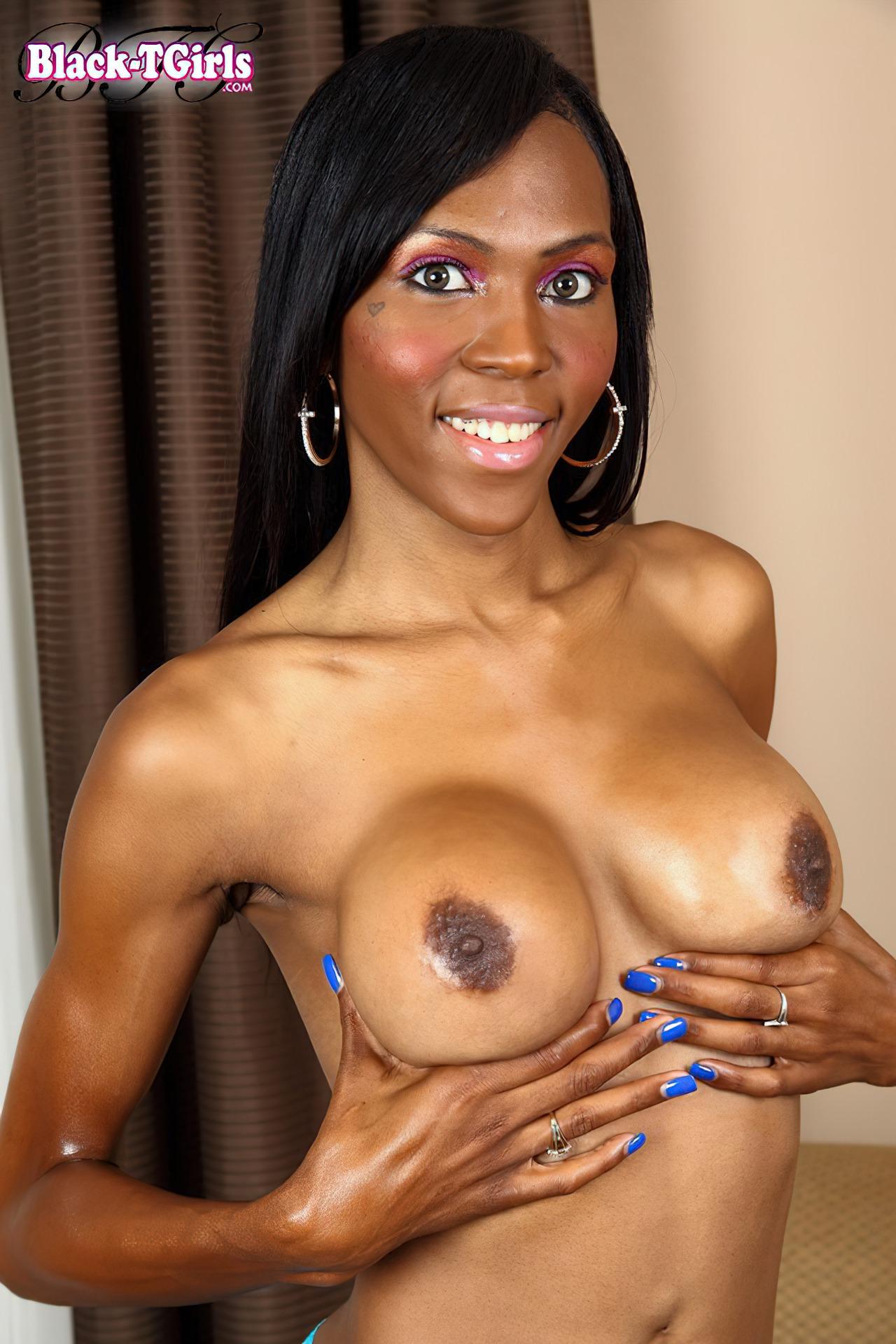 Travesti Negra Tirando O Vestido Fotos Travestis De