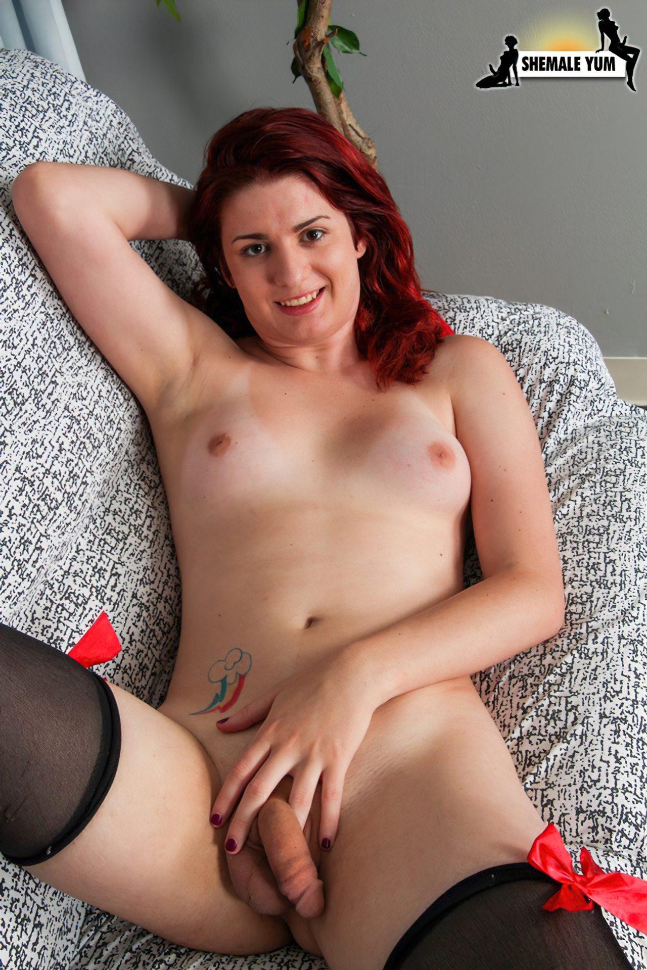 Travesti Adolescente Tirando a Roupa (7)