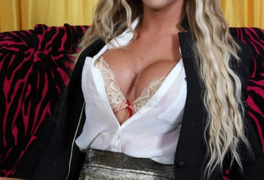 Aubrey Travesti Puta (1)