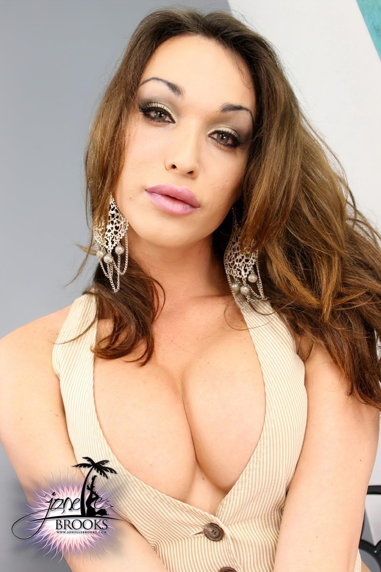 Sexy Jonelle Brooks (1)