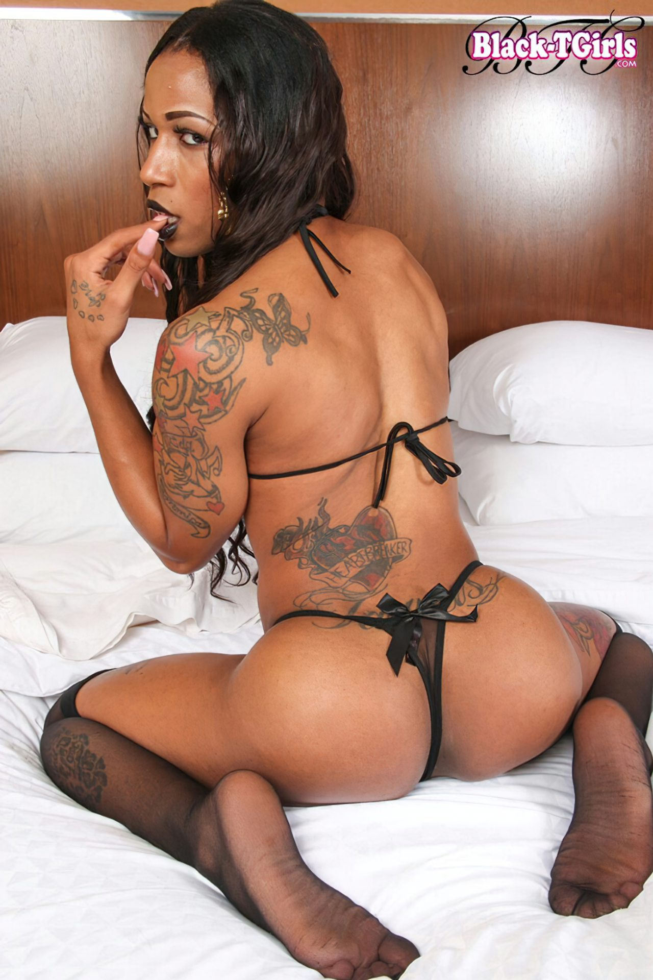 Negra Tatuada Nua (2)