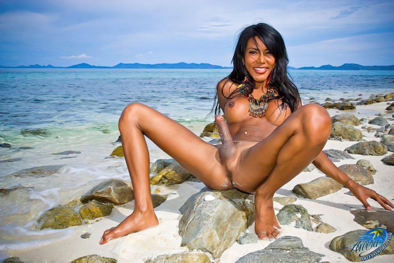 Travestis Nuas na Praia (11)