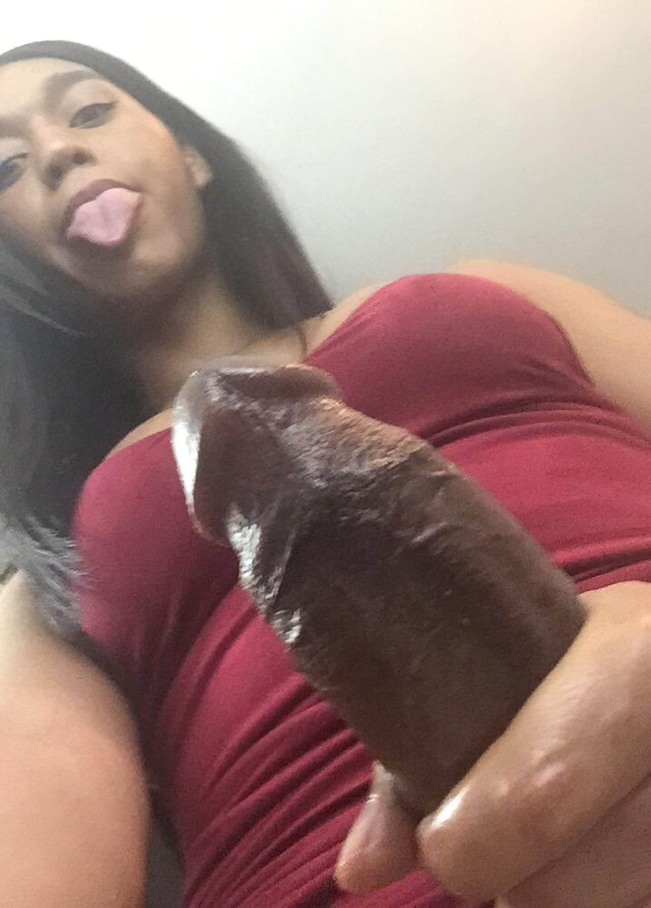 Mostrando o rabinho gostoso da namorada 8