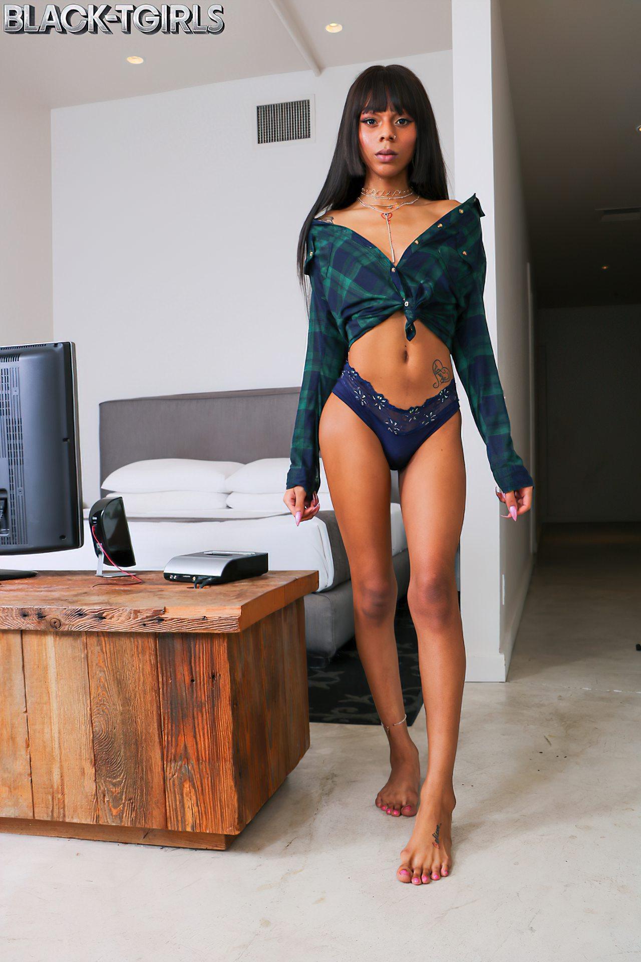 Transex Negra Elegante (1)