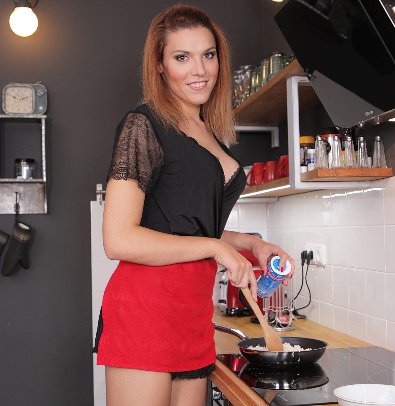 Travesti Safada Bem Gostosa Cozinha (1)