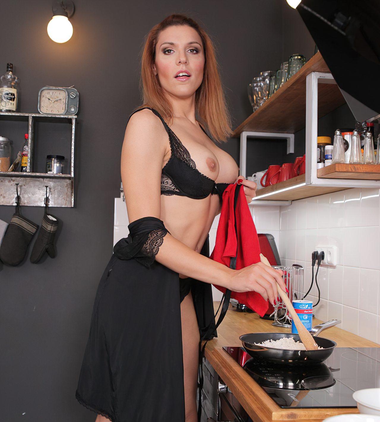 Travesti Safada Bem Gostosa Cozinha (4)