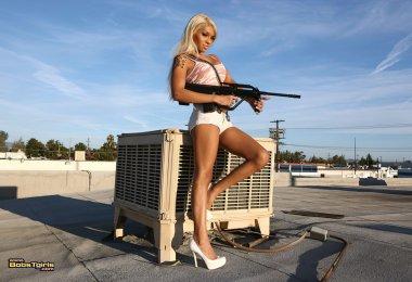 Travesti Gostosa Mostrando Pistola (1)