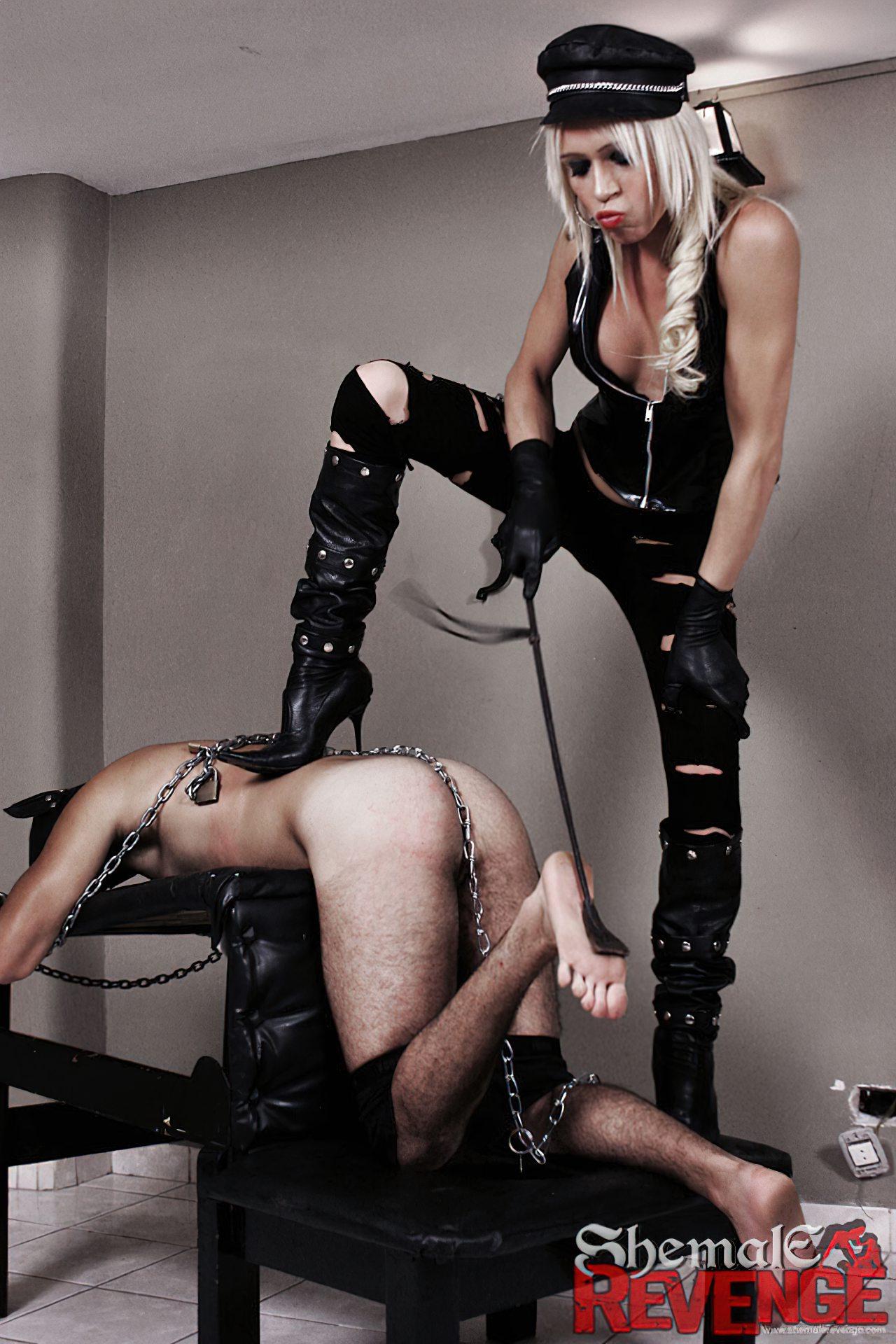 Travesti Torturando Homem Passivo (2)