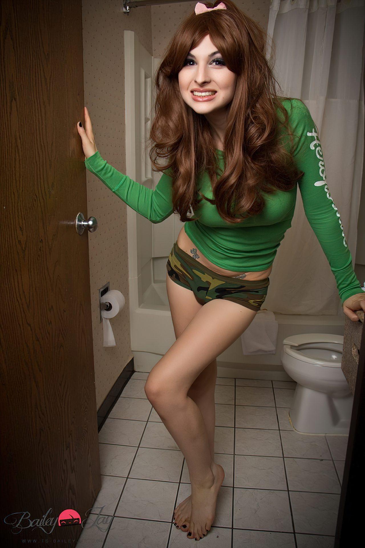 Bailey Jay Travesti no Banheiro (1)