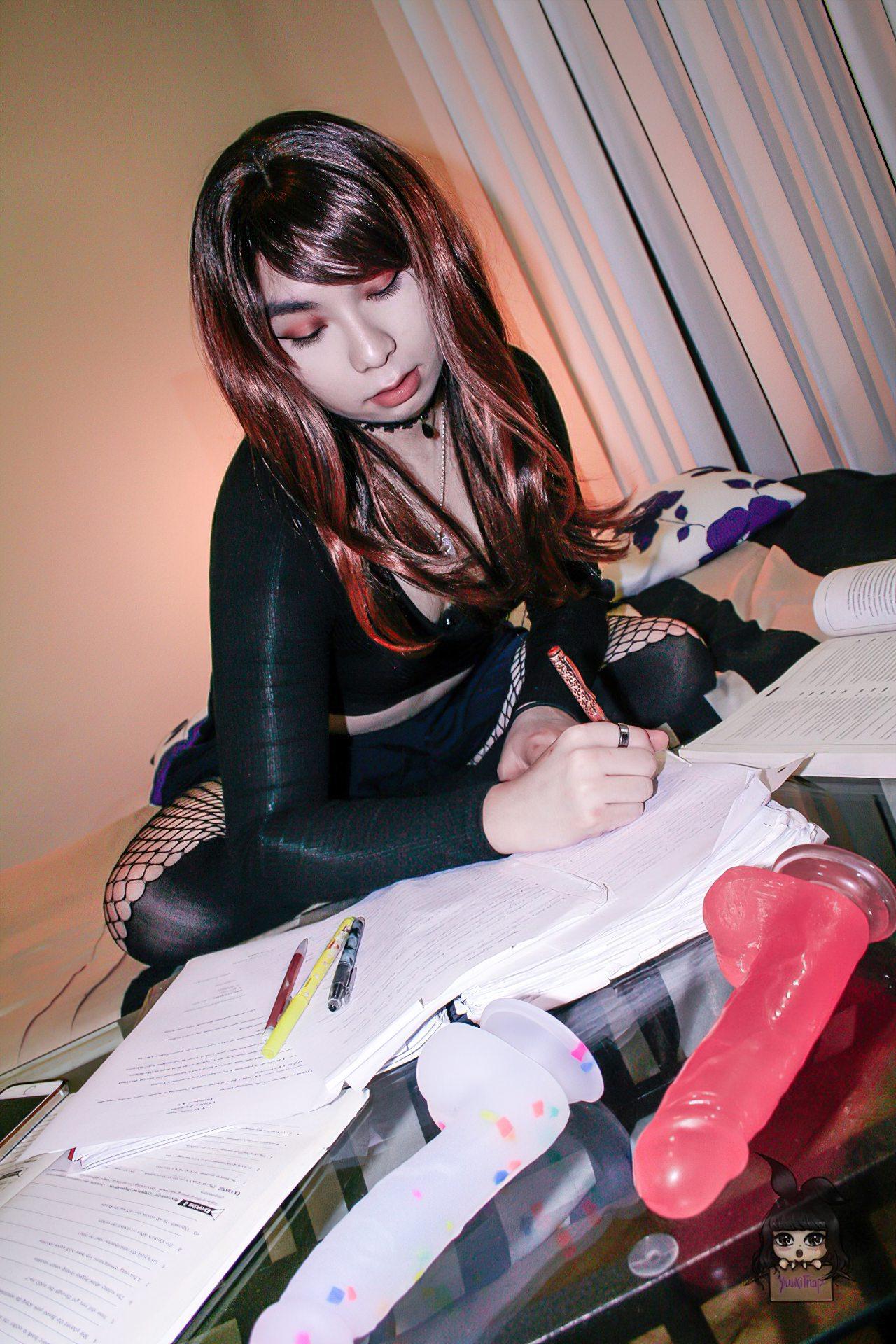 Travesti Estudante Oriental (9)