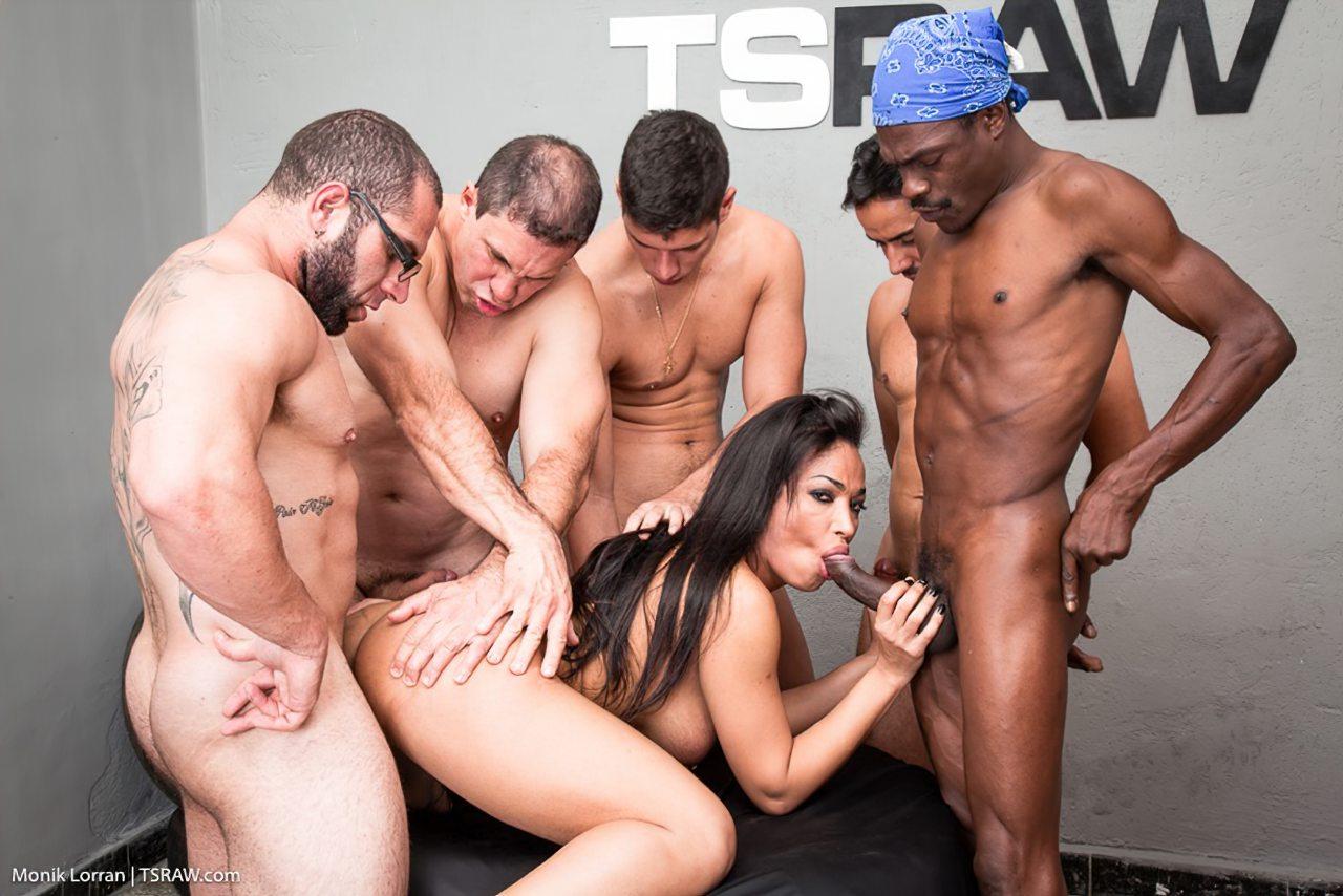 Transex Fazendo Sexo Gangbang (5)