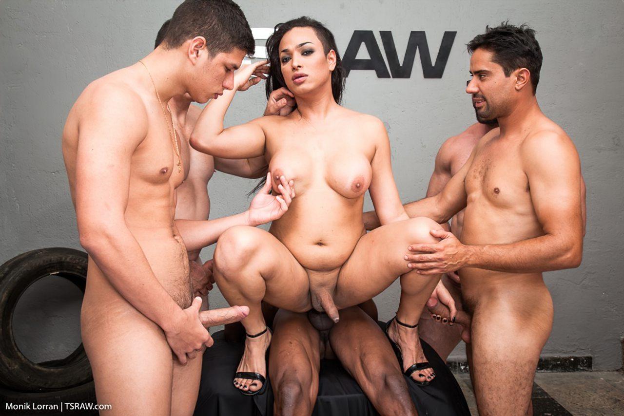 Transex Fazendo Sexo Gangbang (8)