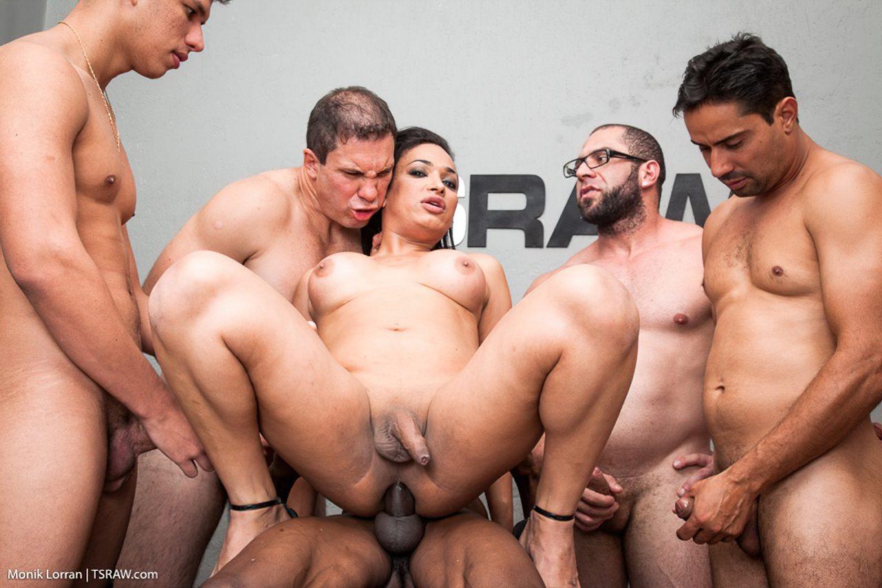 Transex Fazendo Sexo Gangbang (10)