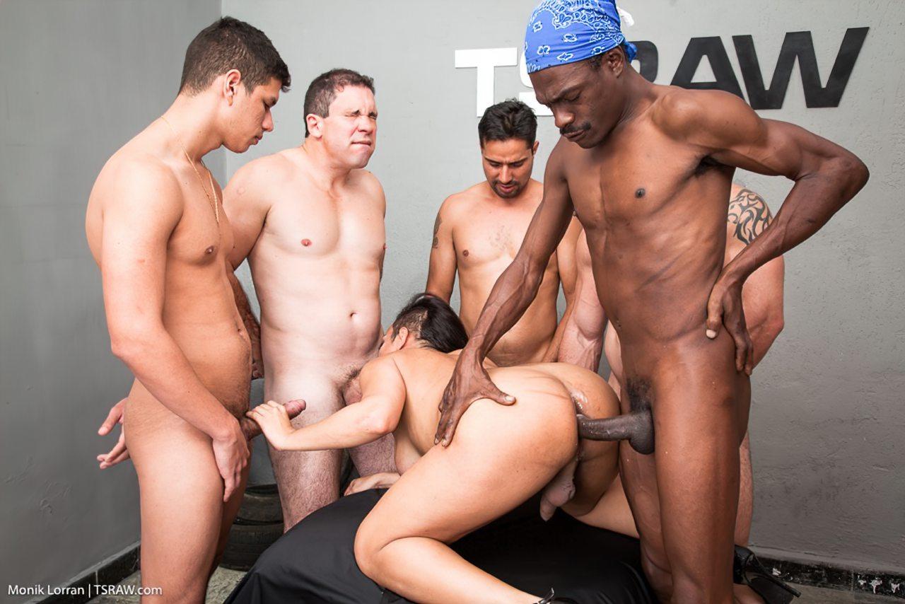 Transex Fazendo Sexo Gangbang (12)