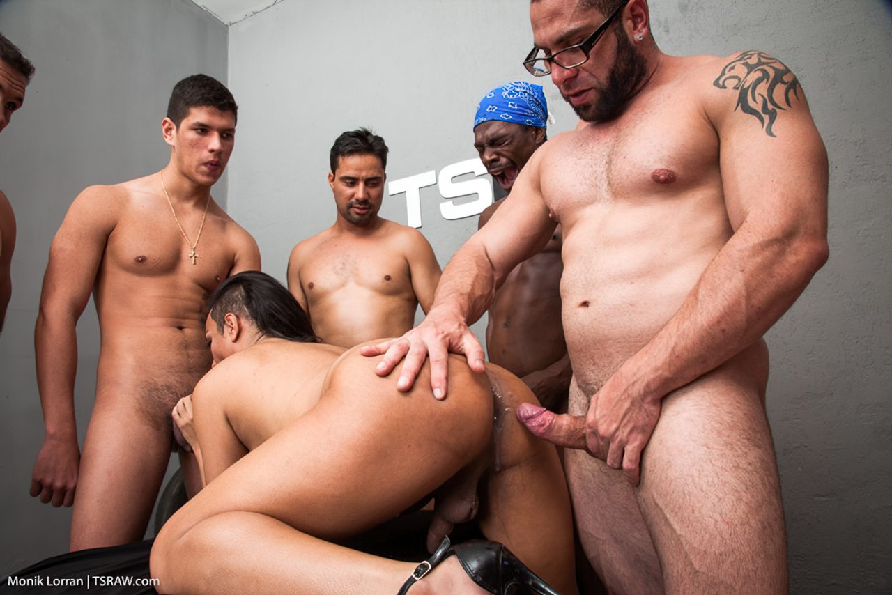 Transex Fazendo Sexo Gangbang (13)