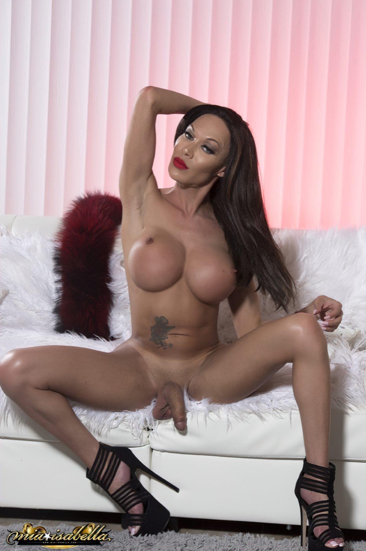 Mia Isabella (42)
