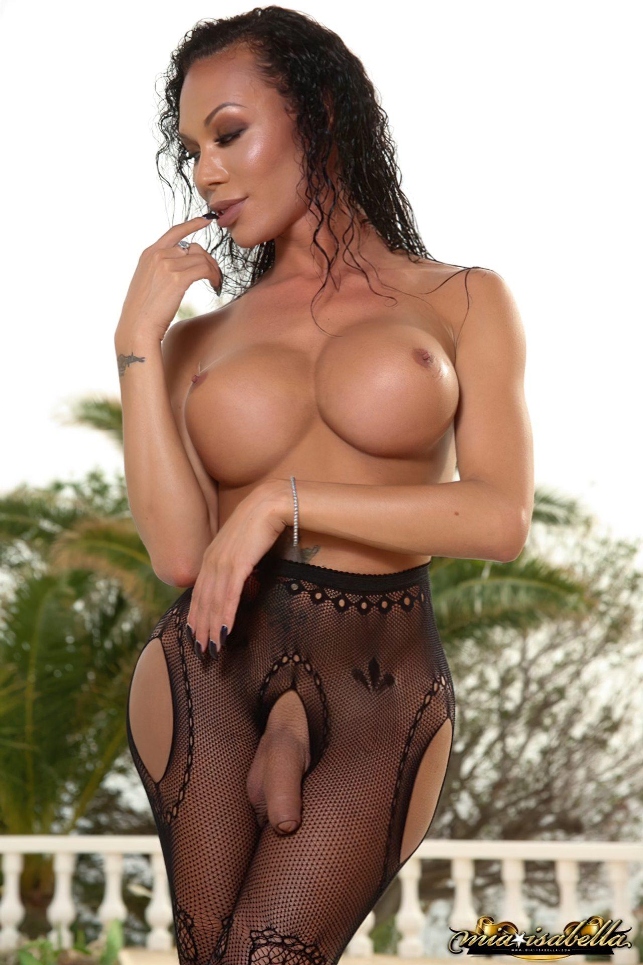Mia Isabella (75)