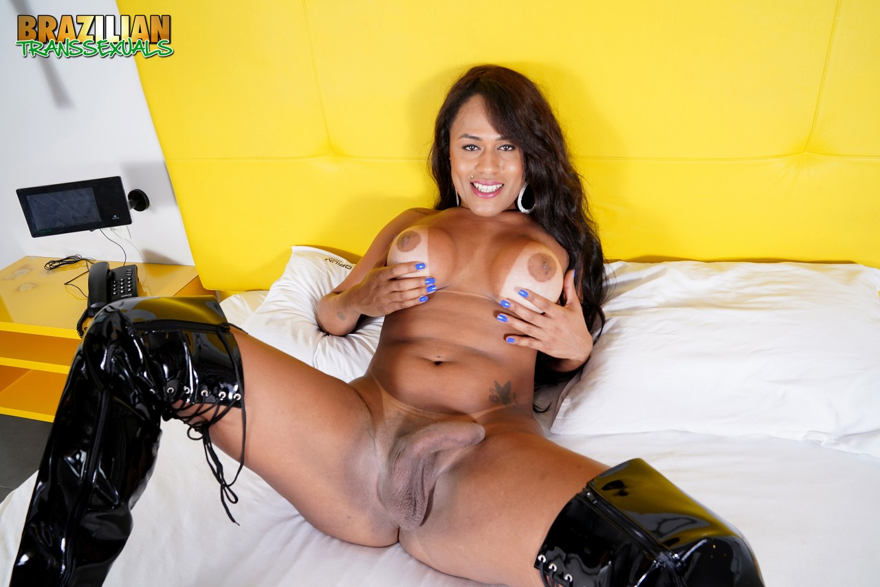 Mariana Rios Pelada (7)