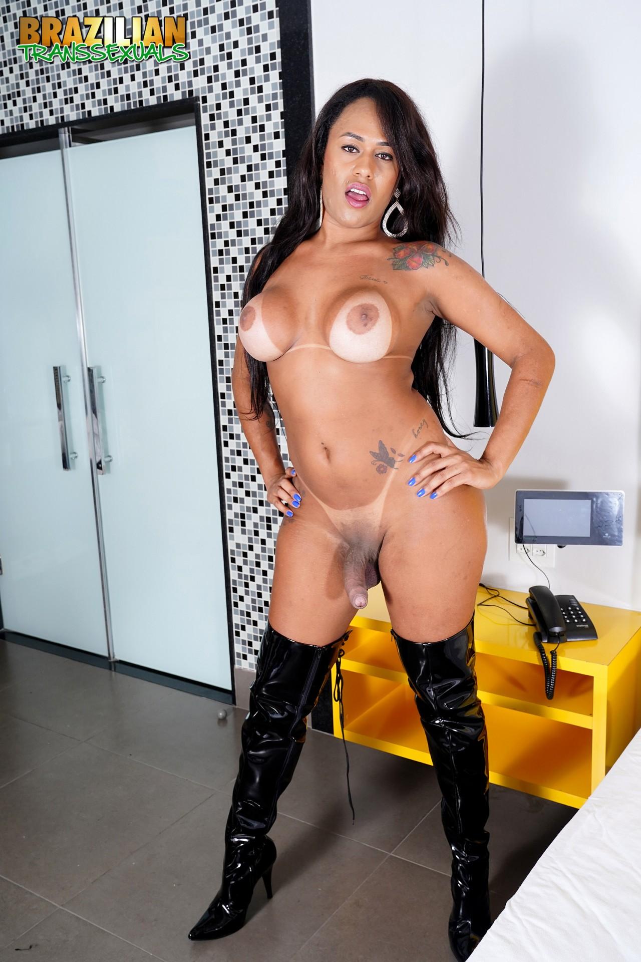 Mariana Rios Pelada (8)